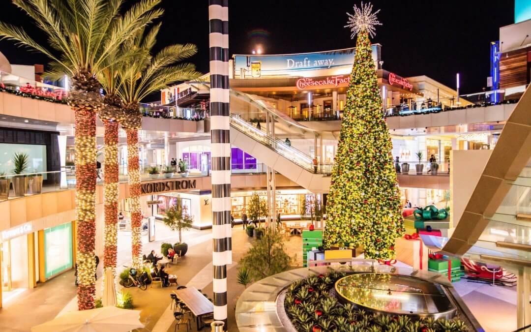 Santa Monica gets Festive!